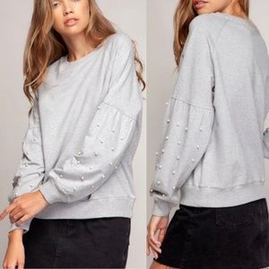 Sweaters - 🎉HP🎉Heather Grey Pullover w/ Pearl Sleeves